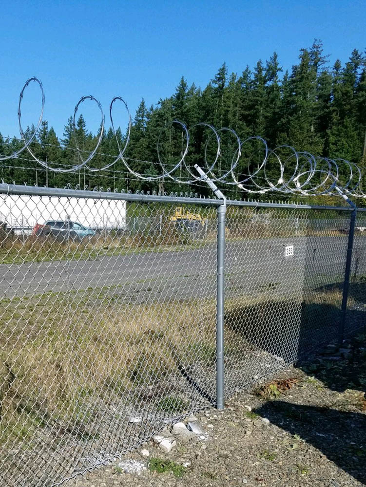 Galv-CL-with-Barbed-and-Razor-Wire